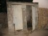 26-les-latrines-et-la-douche-des-voisins